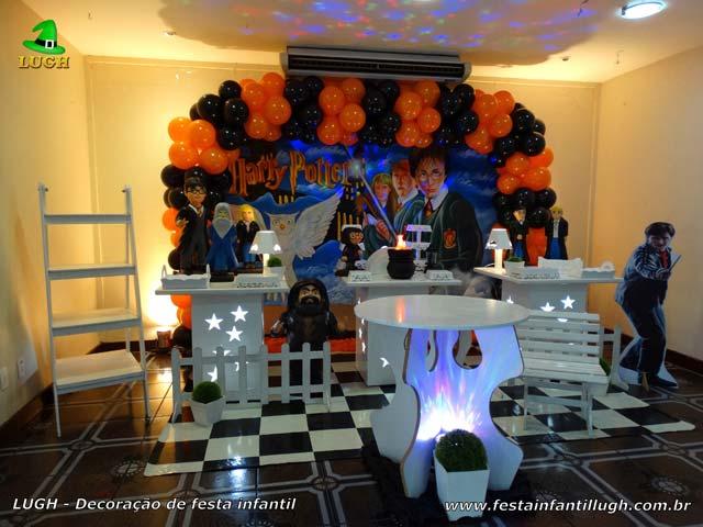 Decoração tema Harry Potter - Mesa decorada para festa de aniversário infantil
