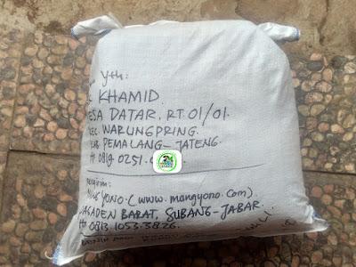 Benih padi yang dibeli    NUR KHAMID Pemalang, Jateng (Setelah packing karung )