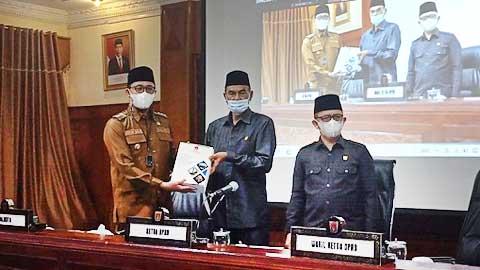 Erman Safar Sampaikan R-KUA PPAS APBD Bukittinggi TA 2022