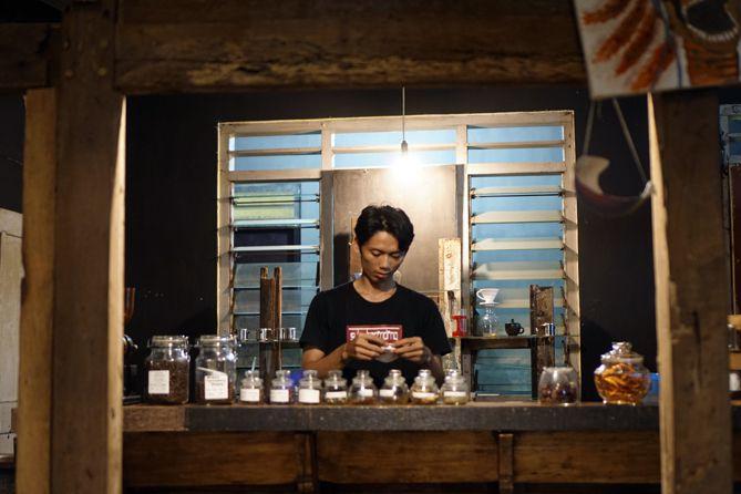 Barista di Abah Kopi Cafe Jogja