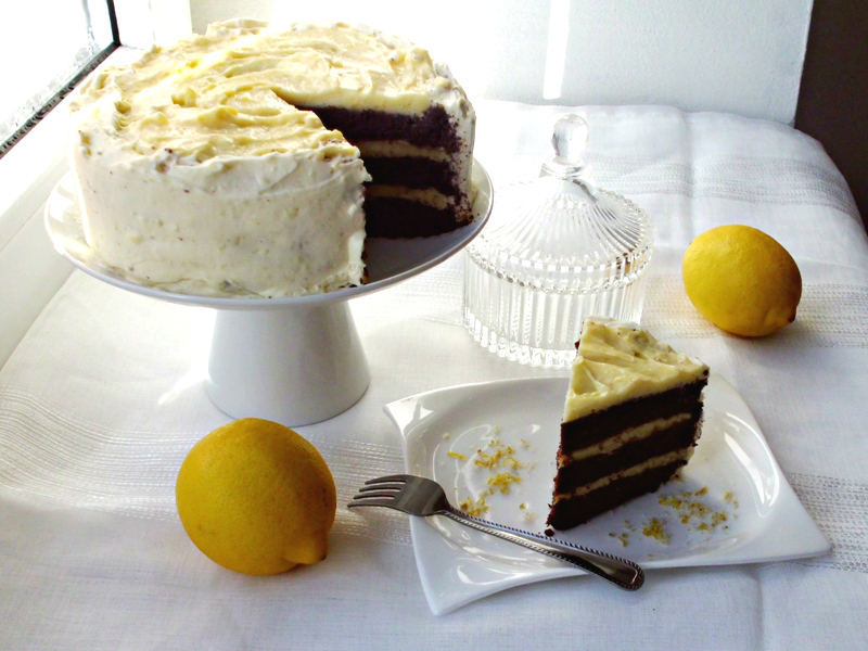 velký penový krémový koláč