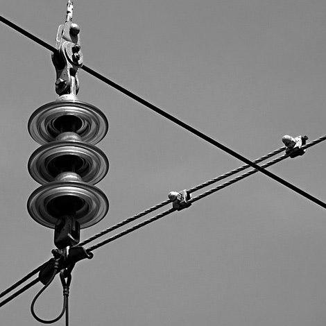 Elektrik telleri ve fincanlarındaki gariplik