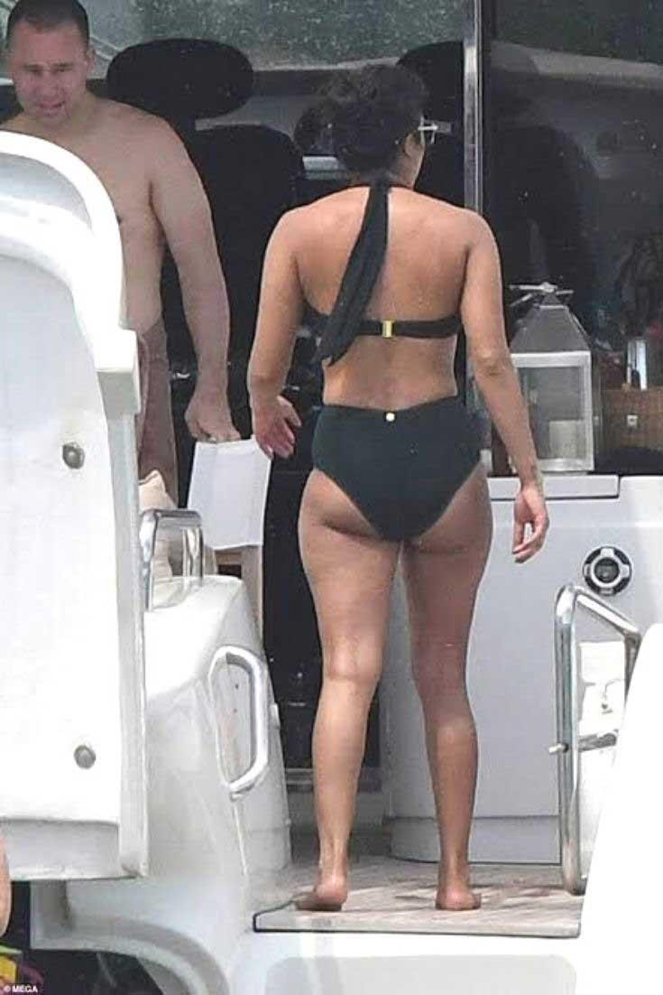 Priyanka Chopra in Bikini, Priyanka Chopra ass in Bikini