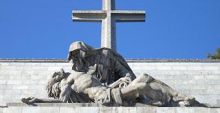Recogen firmas para impedir que el Gobierno «eche» a los benedictinos del Valle de los Caídos