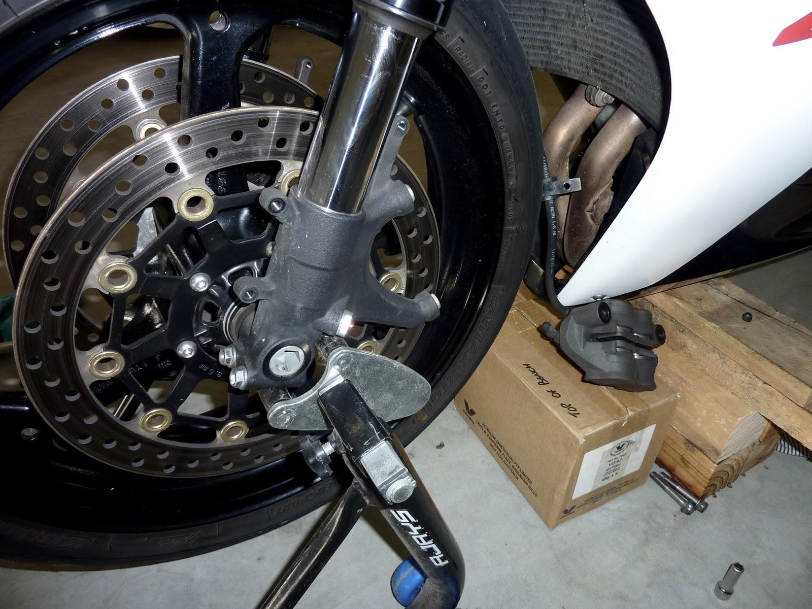 BikeTech7: Changing Fork Seals — 2011 - 2013 Honda CBR600RR