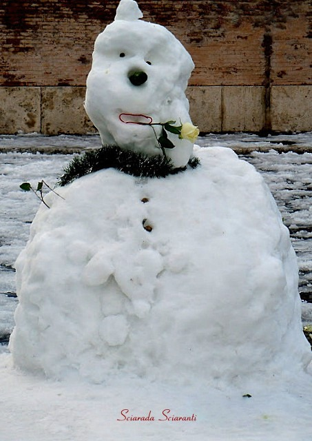 Pupazzo di neve a piazza del Popolo