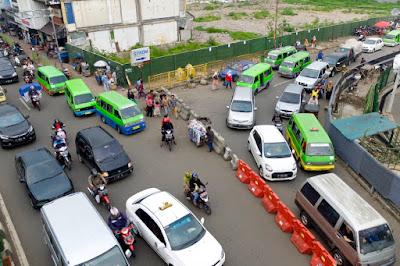 suasana jalan raya di Bogor
