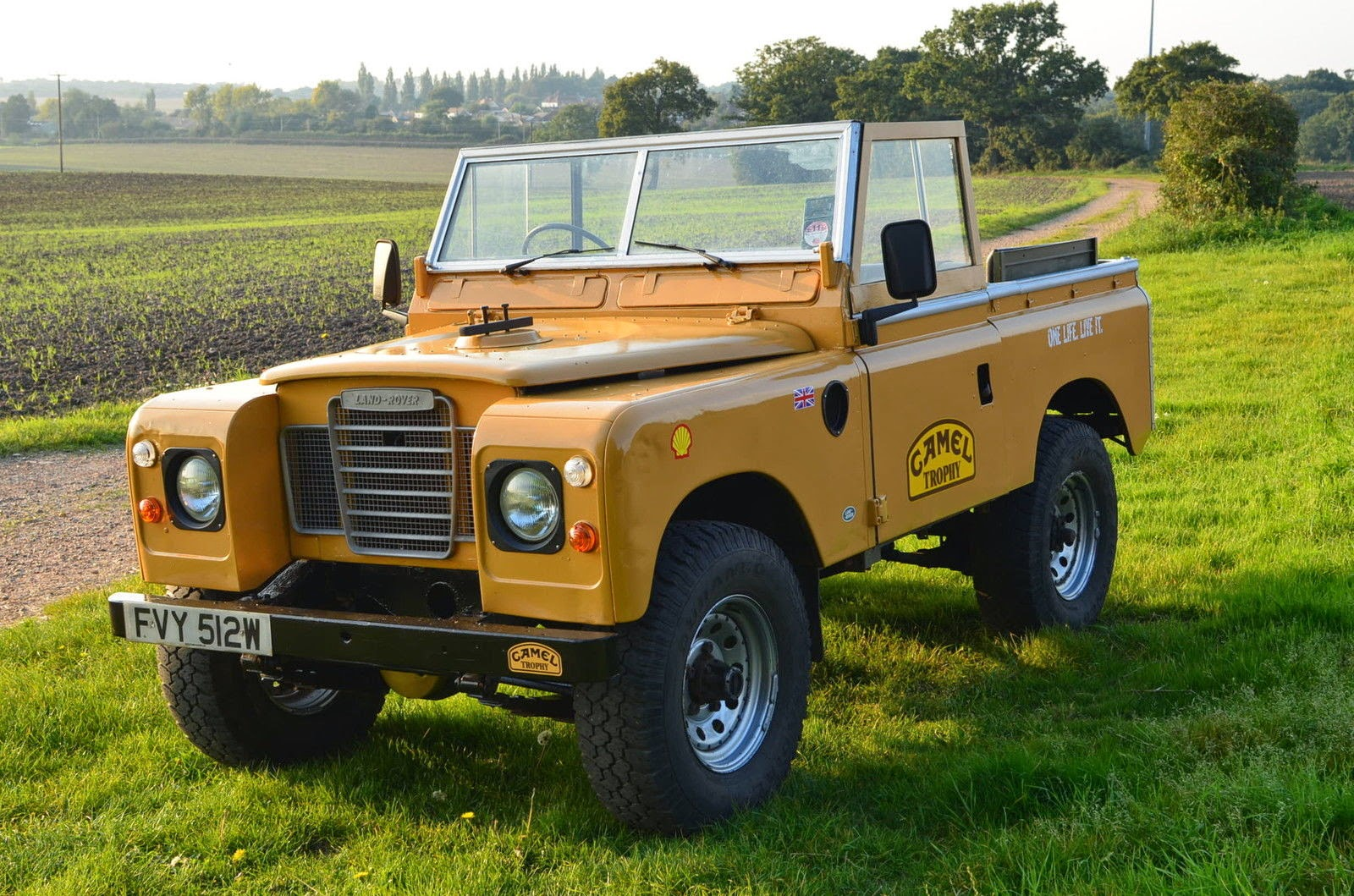 1981 land rover series iii 88 swb iconic camel trophy 4x4 cars. Black Bedroom Furniture Sets. Home Design Ideas