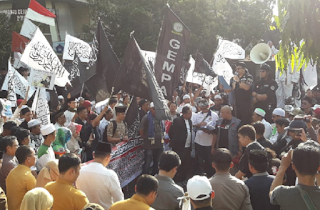 Aksi Damai AMIR di Gedung DPRD Sukabumi, Ribuan Umat Islam Tolak OBOR China & Paham Syiah