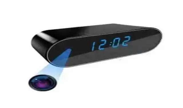 كاميرة مراقبة على شكل ساعة رقمية