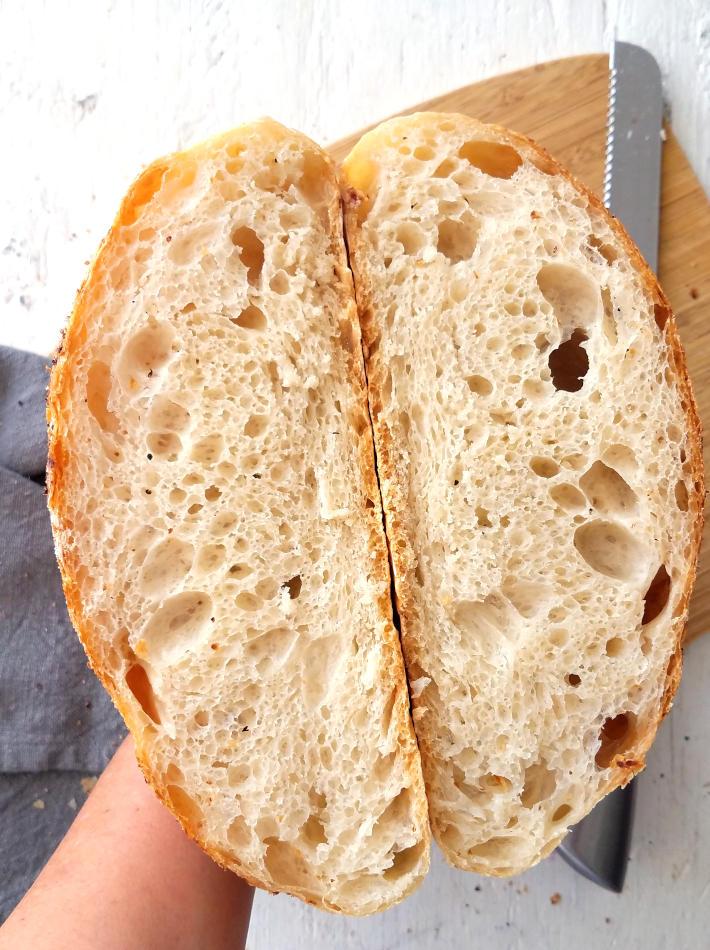 Detalle de la miga del pan sin amasar