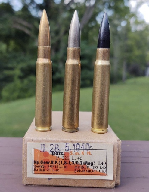 1st Variant: Tombac projectile with red primer 2nd Variant: Cupro Nickel (silver colored) projectile with red primer 3rd Variant: Black colored gilded metal projectile with red primer annulus
