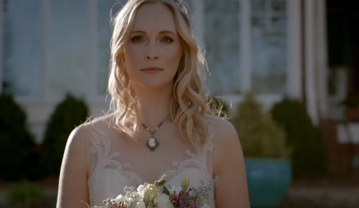 The Vampire Diaries 8x15 We're Planning a June Wedding Caroline