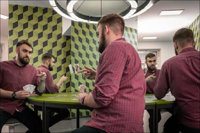 La mesa de los clones