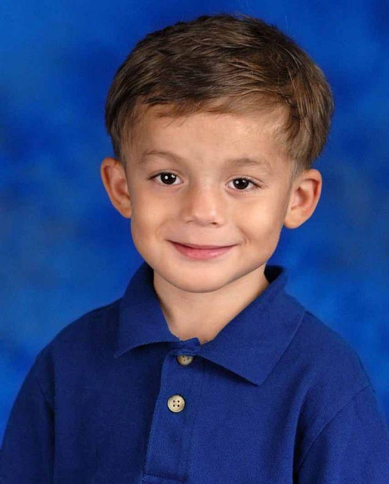 Destinul crunt al unui băiețel de șase ani! A murit infectat după ce tatăl lui l-a agresat sexual cu un băț, drept pedeapsă