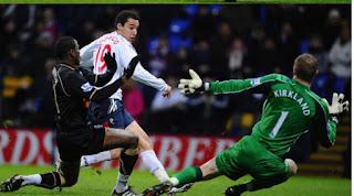 Leeds United consider signing Rodrigo, a Valencia striker