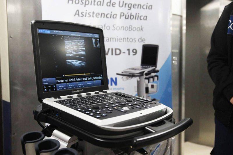 Ecógrafo móvil permite examinar a pacientes críticos sin moverlos de la cama