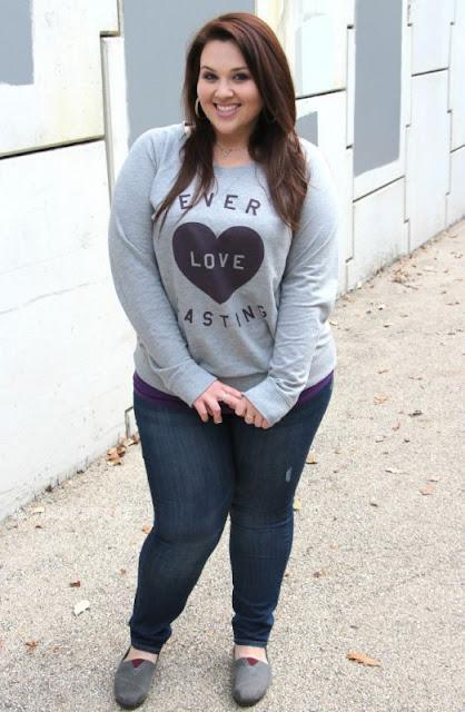 Kombinasi Baju Santai dan Jeans Wanita Gemuk