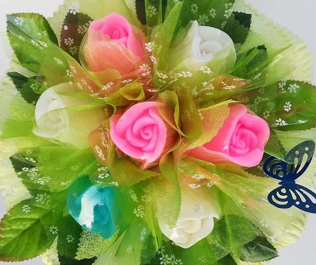 pachnący bukiet z mydełek idealny prezent dla każdej kobiety
