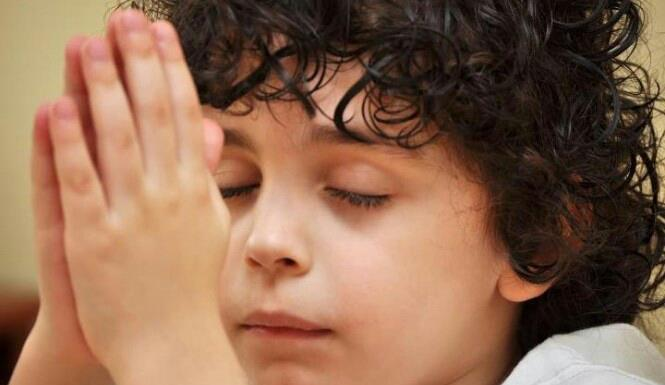 Beautiful Crying Girl Wallpapers Baby Kids Similing Playing With Pets And Praying