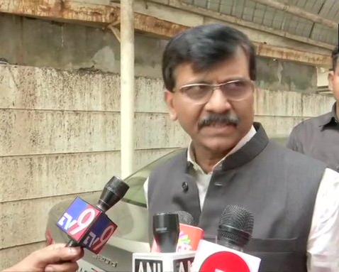 Sanjay Raut said - Savarkar was great and will stay