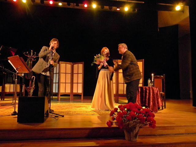 kwiaty, koncert, scena, recital