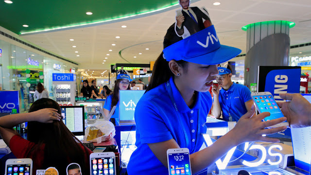 La empresa Vivo presenta su teléfono 5G y una tecnología que carga la batería al 100 % en 13 minutos