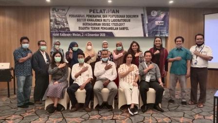 Sesi Foto Bersama Pelatihan Pemahaman Dasar dan Penyusunan Dokumen SNI ISO/IEC 17025: 2017