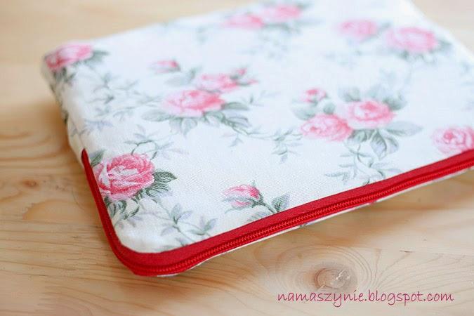 Etui na laptop, róże, kwiaty, tkanina, dla dziewczyny, na prezent, pokrowiec, wzmocniony, ocieplina, na zamek, z podszewką,