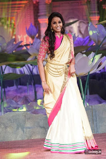Smitha-Stills-at-An-Ode-To-Weaves-Weavers-Fashion-Show