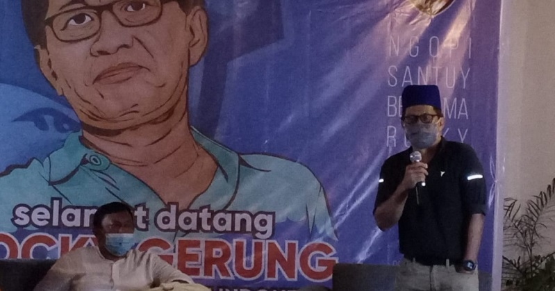 Rocky Gerung invites Medan city millennials to prevent oligarchy