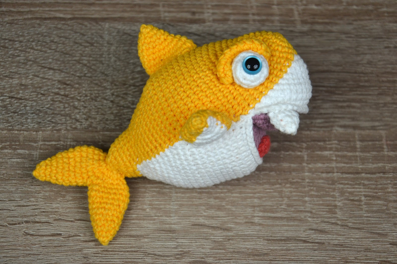 Amigurumi Shark Keychain Crochet Free Patterns | Crochet keychain ... | 1066x1600