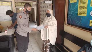 Personel Polsek Baraka Polres Enrekang Berikan Pelayanan Terpadu Kepada Masyarakat