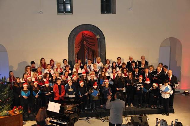 Χορωδιακό Εργαστήρι Ναυπλίου: Τραγουδώντας συγκινήσαμε και συγκινηθήκαμε... ευχαριστούμε!!!