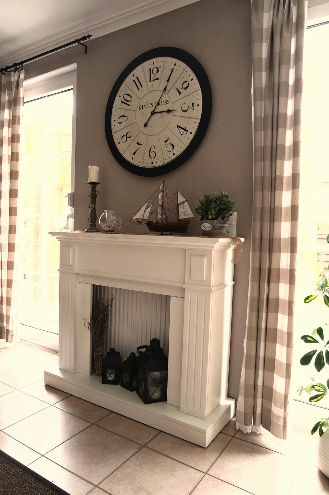 kleines gelbes haus neues aus dem esszimmer farmhouse tisch und landhaus buffet. Black Bedroom Furniture Sets. Home Design Ideas
