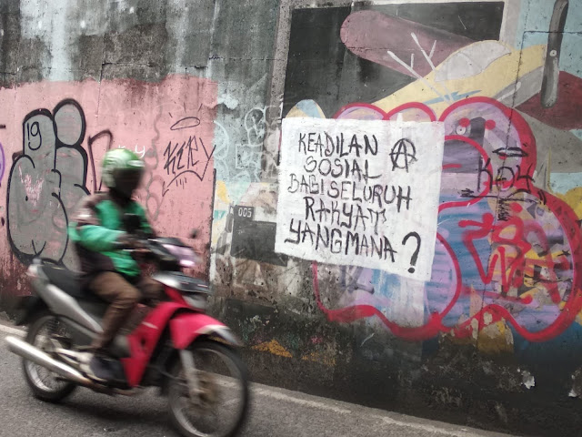 Haris Rusli Moty: Pamor Jokowi dan Luhut Jatuh oleh Seniman Mural