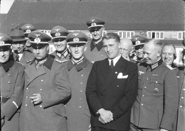 Von Braun, mi supervillano favorito - Von Braun, rodeado de oficiales alemanes en Peenemünde, Marzo de 1941