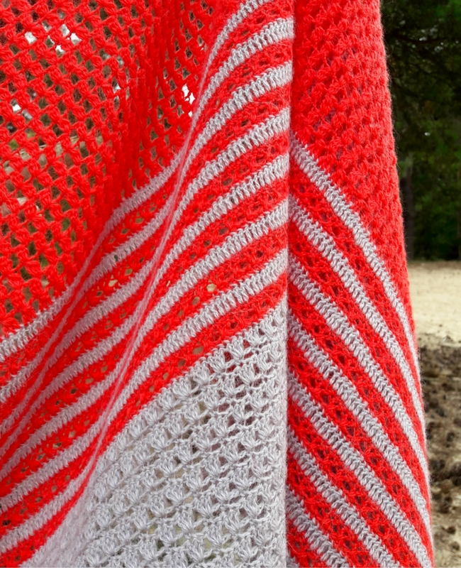 Crochet shawl pattern, sunrise shawl | Happy in Red