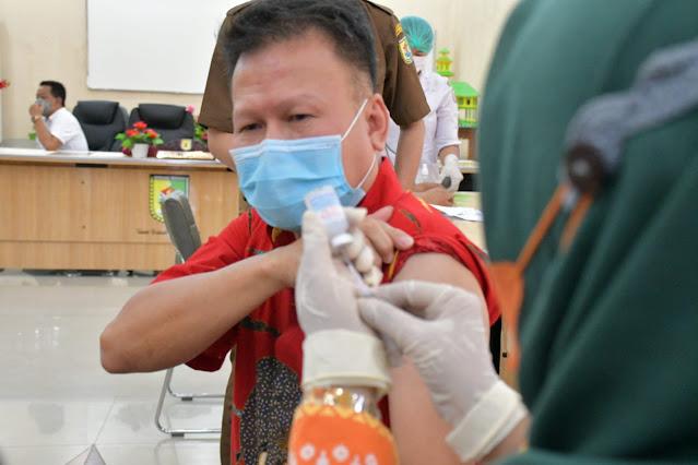 Pemkab Sergai Menerima 1.540 Dosis Vaksin Moderna Untuk Vaksinasi Dosis Ketiga Bagi Nakes