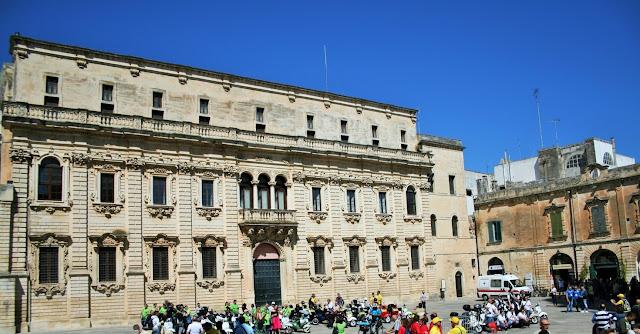piazza, palazzi, monumenti,