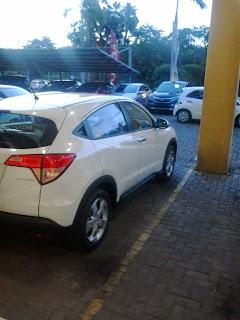 Honda HRV Berwarna Putih Di Dealer Mobil Honda Autoland