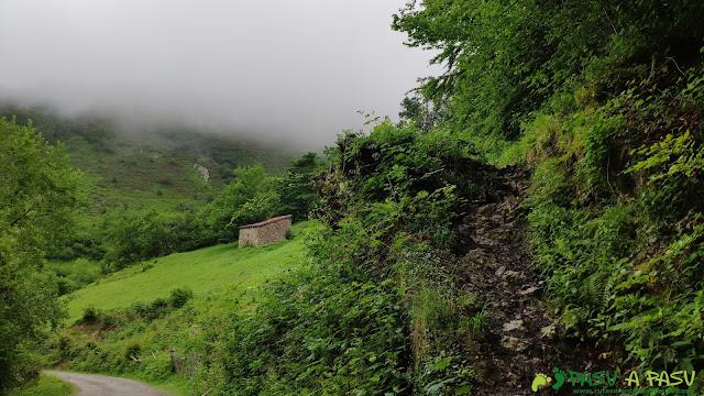 Desvío desde la pista de Ventaniella al Monte Fana