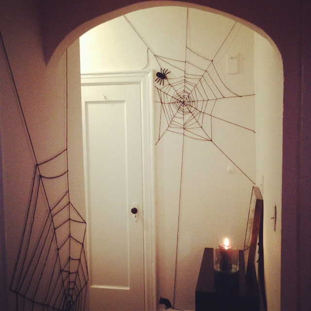 DIY Halloween spider webs using yarn! Cheap & easy