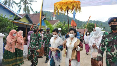 Ny. Nanny Hadi Tjahjanto Resmikan Kampung Bahari Nusantara