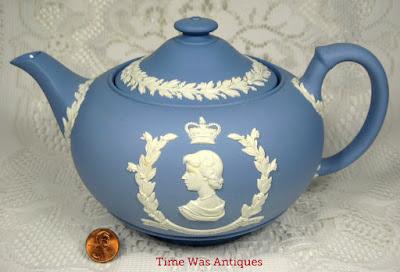 https://timewasantiques.net/collections/queen-eliabeth-ii/products/queen-elizabeth-ii-coronation-teapot-wedgwood-jasperware-1953-royal-memorabilia