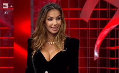 Madalina Ghenea seno modella affari Tuoi 23 gennaio