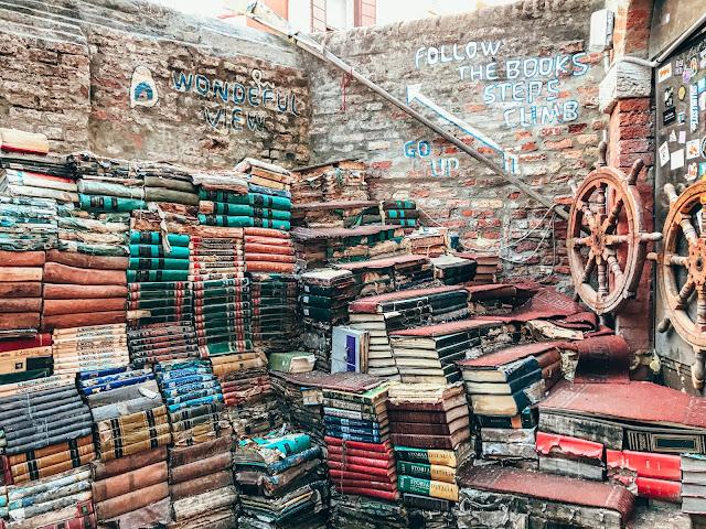 Czytanie na kwarantannie i podczas izolacji społecznej. Co trzeba przeczytać? Książki, które warto przeczytać w 2020 roku.