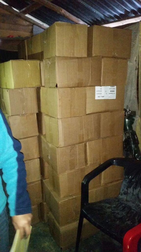 Policía Nacional ocupa mercancía falsificada y un arma de fuego; un hombre resultó detenido