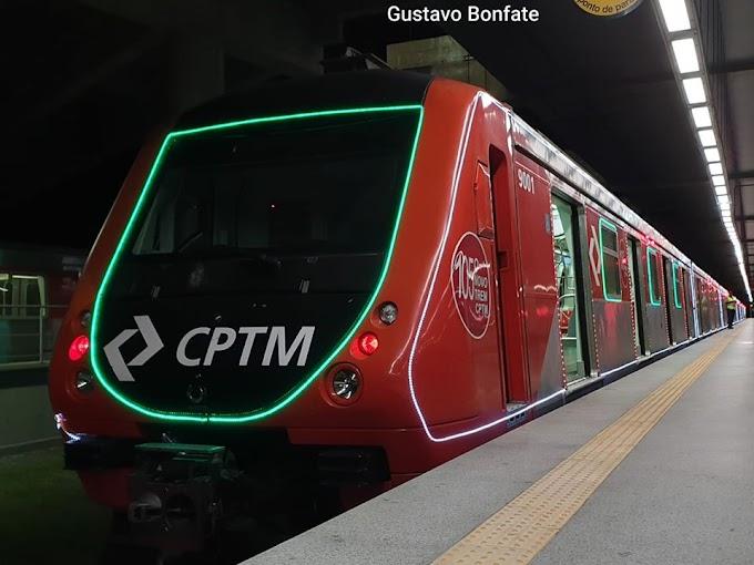 Trem iluminado da CPTM começou a circular na noite da última quinta-feira, dia 19