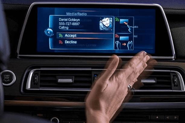 Kita semakin dekat dengan masa depan, belakangan ini mobil sudah mulai berubah peran layaknya perangkat mobile